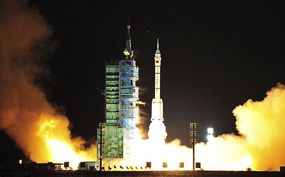 China plans to put astronaut on the moon